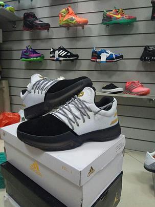 24d136e2 Баскетбольные кроссовки Adidas Harden Vol.1 from James Harden черно-белые,  фото 2