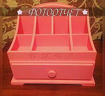 Розовый комодик для косметики