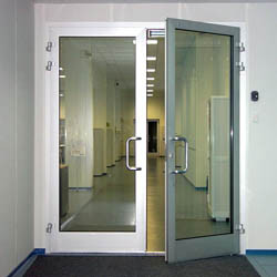 Легкие алюминиевые двери