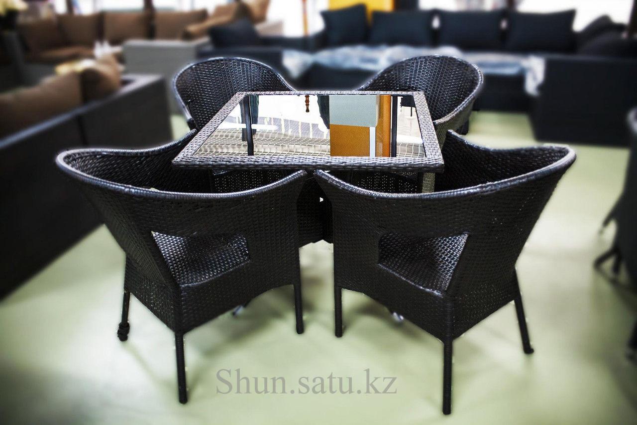 Набор мебели, стол + четыре стула, искусственный ротнаг