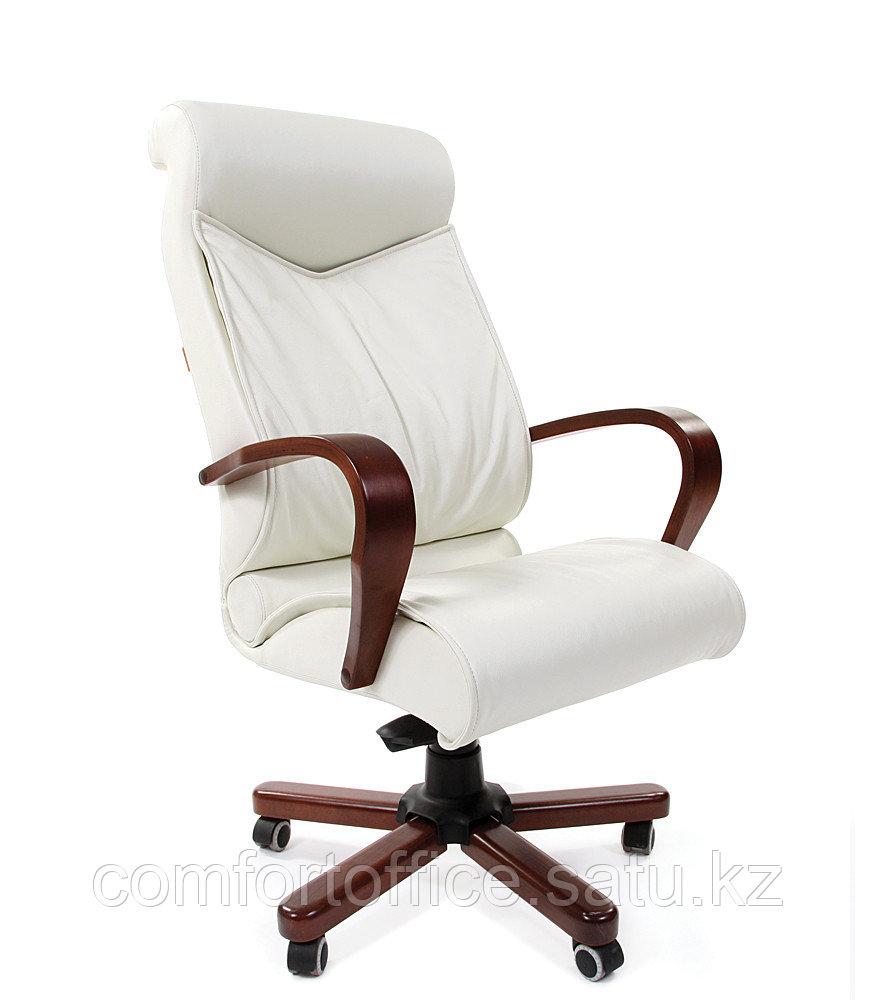 Кресло для руководителя в белом цвете