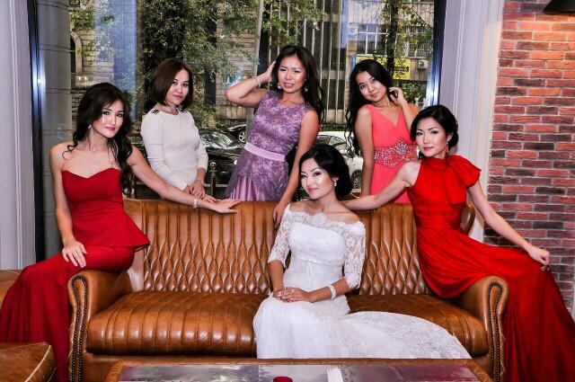 Женские вечерние платья