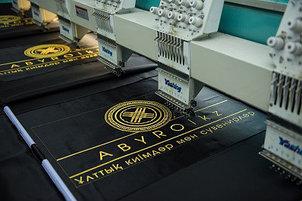 Вышивка национальных орнаментов и логотипов
