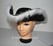 Карнавальная шляпа Пирата с окантовкой из белого пуха 38*35 см