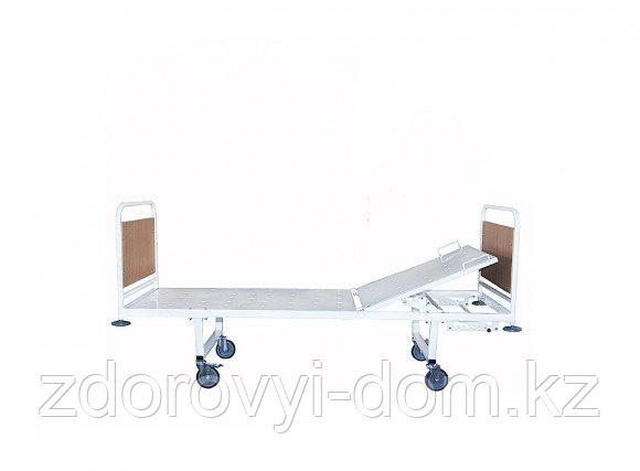 Кровать мед. с регулируемой по углу наклона головной секцией со съемными колесными парами КМОсп-02