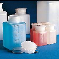 Емкости для общелабораторного применения (бутылки квадратные градуированные), с завинчивающейся крышкой, ПЭНД