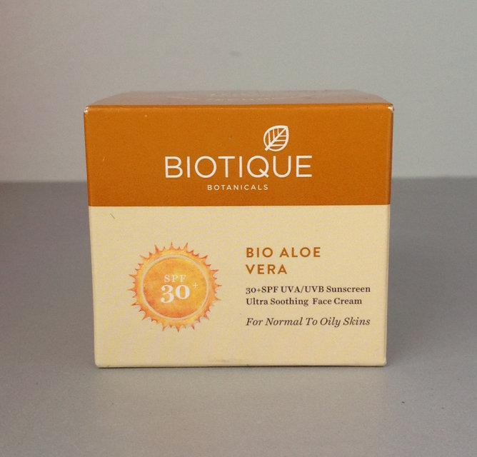 "Bio Aloe Vera (Био Алоэ Вера) Солнцезащитный крем для лица и тела SPF 30 UVA / UVB ""Biotique"""