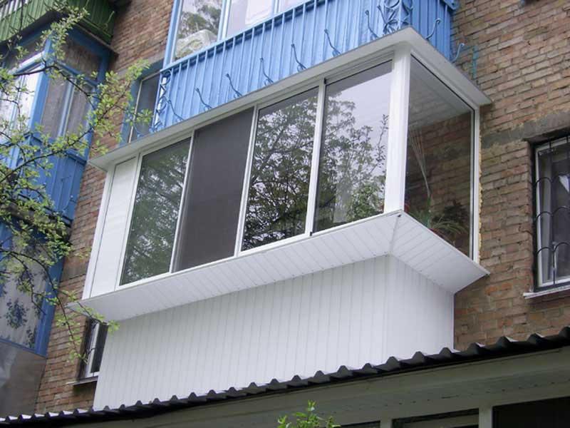 Балкон с выносом вперед и по бокам