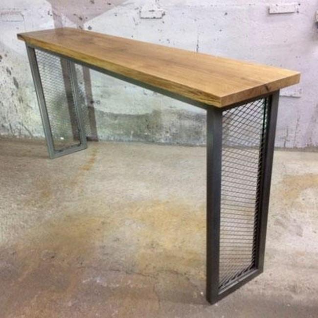 Барный стол на металлическом основании