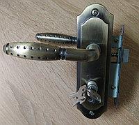 Дверная ручка  APS с замком Бронза