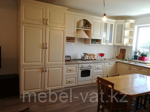 Кухонные гарнитуры с крашеными, шпонированными и плёночными фасадами.