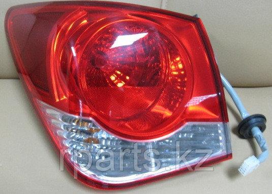 Фонарь задний  наружний Chevrolet Cruze/ Шевроле Круз
