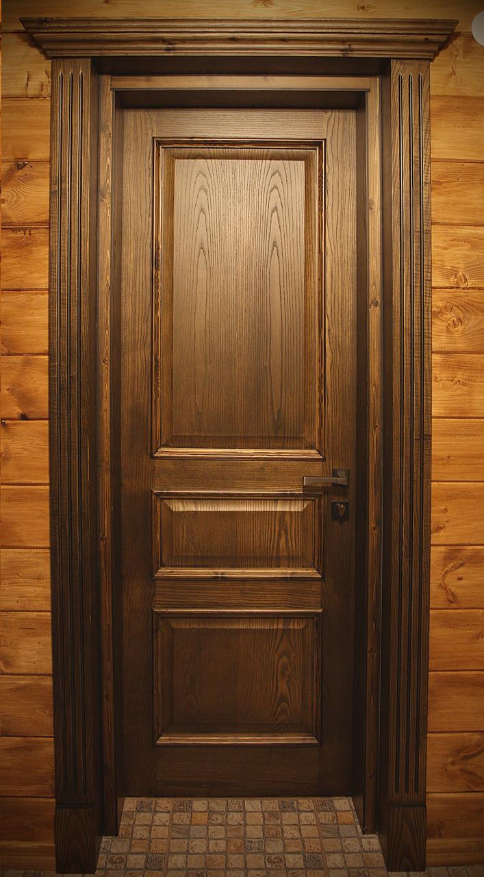 Дверь из темного дерева