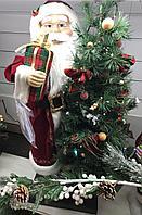 Санта с елкой