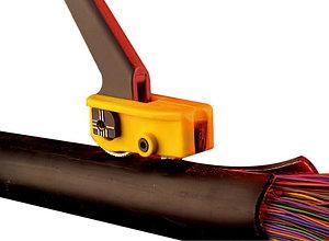 Инструмент для продольной и поперечной резки бронированных оболочек кабеля.