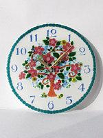 """Часы """"Дерево с цветами"""", выполненые в технике фьюзинг"""