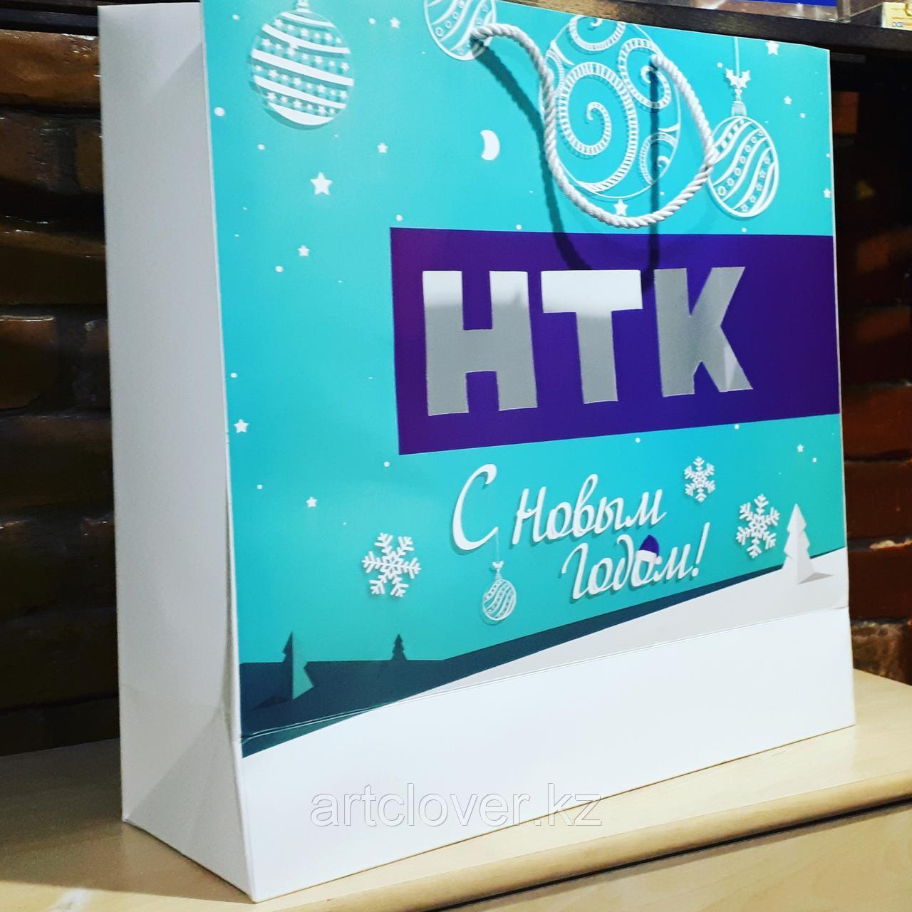 Подарочные новогодние  пакеты