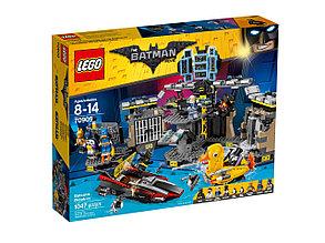 70909 Lego Лего Фильм: Бэтмен Нападение на Бэтпещеру