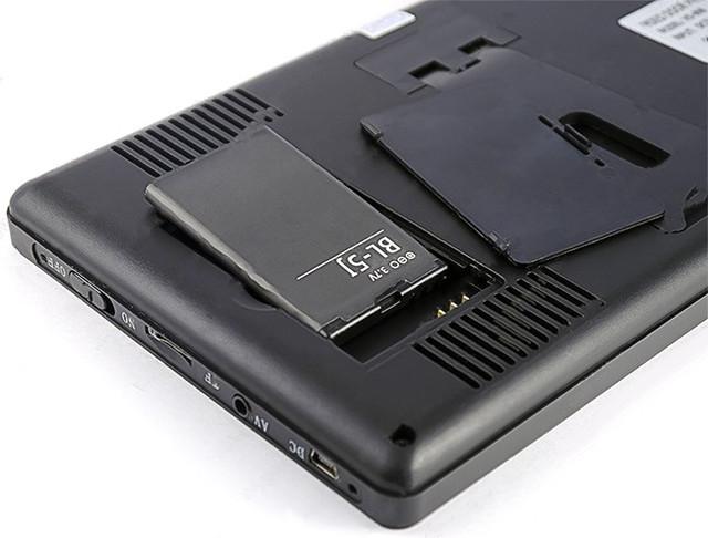 При необходимости вы можете запитать монитор от съемного аккумулятора (входит в комплект поставки)