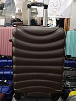 Большой темно коричневый чемодан