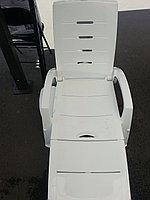 Шезлонг(лежак) для пляжа и дачи,пластиковый белый.