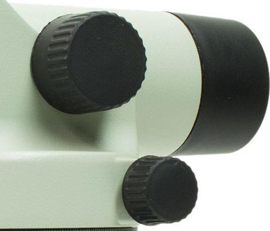 Регулировочные ручки нивелира имеют прорезиненное покрытие, предотвращающее проскальзывание пальцев при настройке устройства