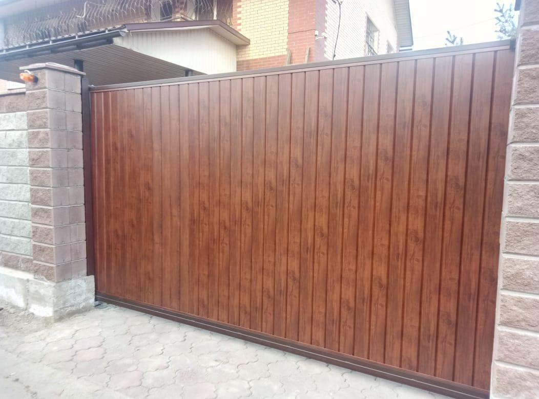 Откатные ворота из металлосайдинга