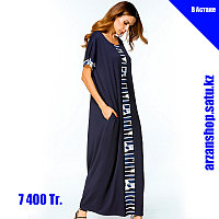Длинное темно-синее платье с белым рисунком