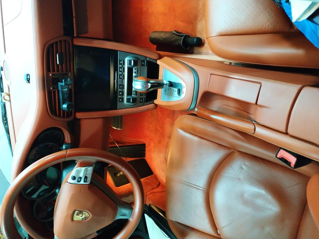 Заменено головное устройство на Porsche 911 Redpower