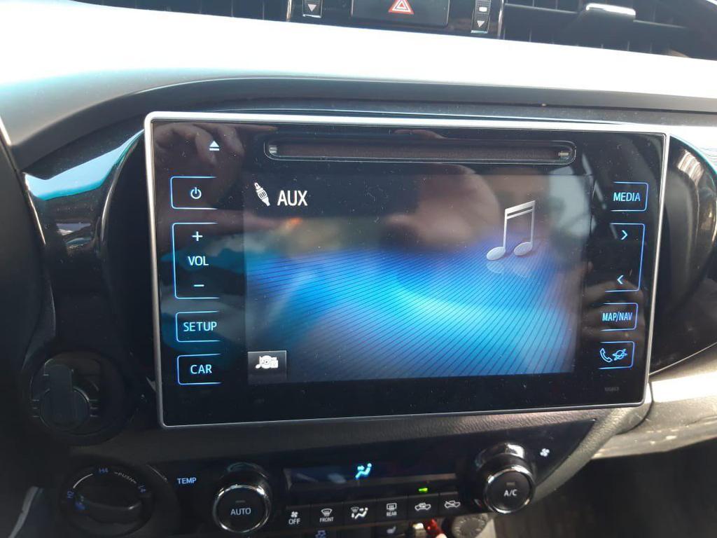 Отображение режима штатного меню и штатных функций Toyota Hilux