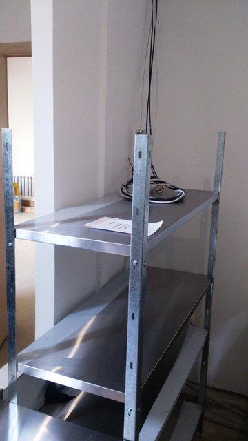 Кухонные стеллажи, мойки и шкафы для одежды 46