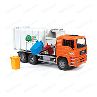 BRUDER Мусоровоз MAN (цвет кузова серый, кабина – оранжевый), фото 1