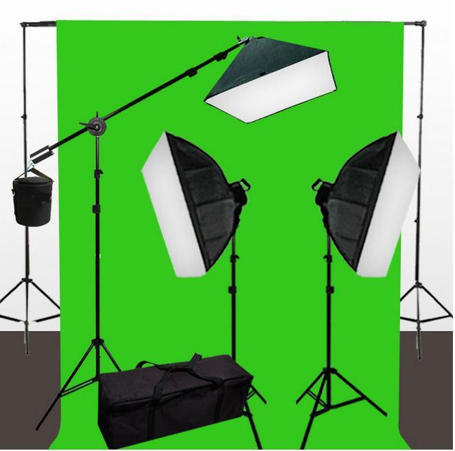 2 софтбокса 60 × 90 с 5-ю лампами и 1 софтбокс 50 × 70 с 1-й лампой на стойках с фоном 6×3 м