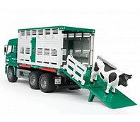Bruder Фургон MAN для перевозки животных с коровой, фото 1