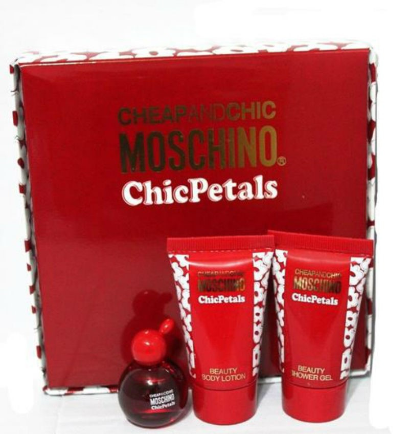 Moschino Подарочный набор Moschino Cheap and Chic Chic Petals Набор